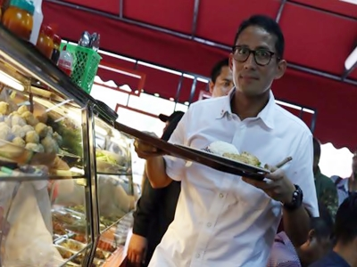 kerak-telor-makanan-khas-betawi-favorit-sandiaga-uno2