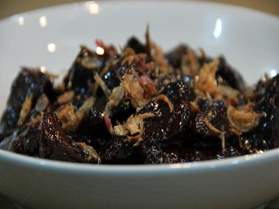 kerak-telor-makanan-khas-betawi-favorit-sandiaga-uno4