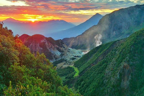 Keindahan Gunung Papandayan Jawa Barat