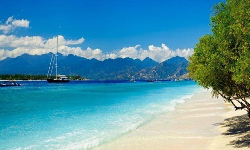 Hasil gambar untuk Pantai Senggigi