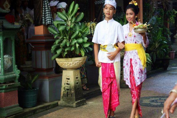 baju-adat-indonesia-di-hari-pendidikan-nasional