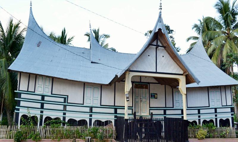 rumah-adat-sumatera-barat-hingga-jejak-kerajaan-dharmasraya