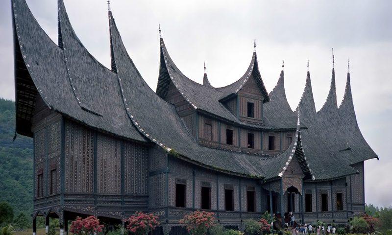 rumah-adat-sumatera-barat-dari-sejarah-hingga-keunikannya