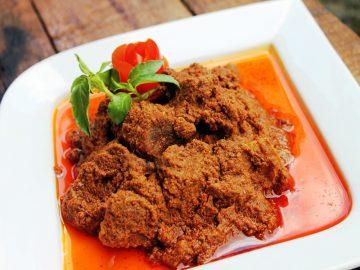 sumatera-barat-dengan-makanan-khasnya-yang-nikmat