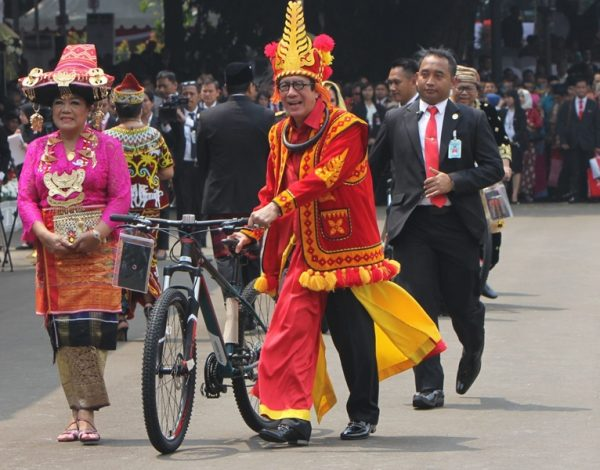 bersepeda-contoh-budaya-lawas-dalam-modernisasi