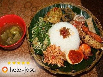 Makanan Favorit Nadine Chandrawinata Di Bali