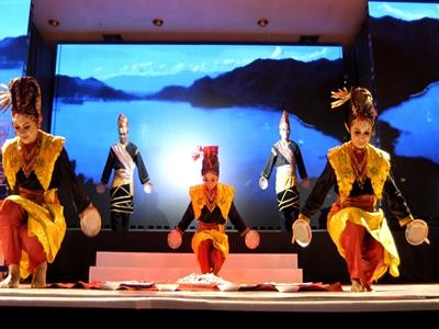 tak-disangka-kebudayaan-indonesia-ini-pukau-penonton-di-kairo3