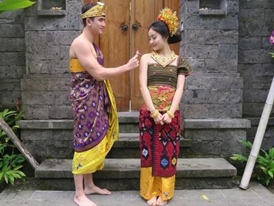 wah-gambar-pakaian-adat-bali-dan-seleb-indo-ini-bikin-bangga2